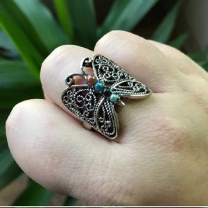 Jewelry - Butterfly ring with 3 stones